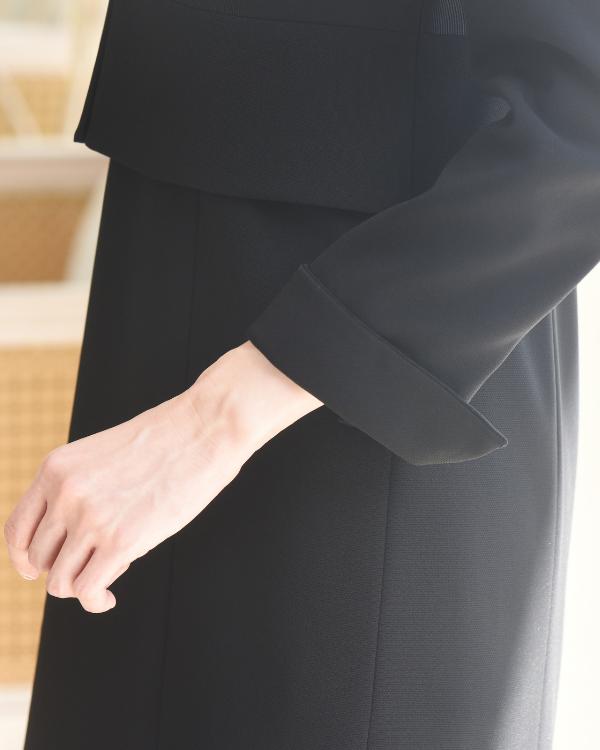 折り返しのできるお袖は長さ調整が可能です。